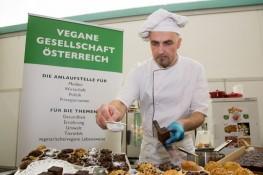 Veggie Planet Messe Salzburg, 2013-03-16; Foto: vegan.at/Chris Hofer; Bild zeigt: der vegane Weltrekord-Bäcker Chris Geiser